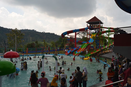 Water Boom Bumi Kedaton Resort